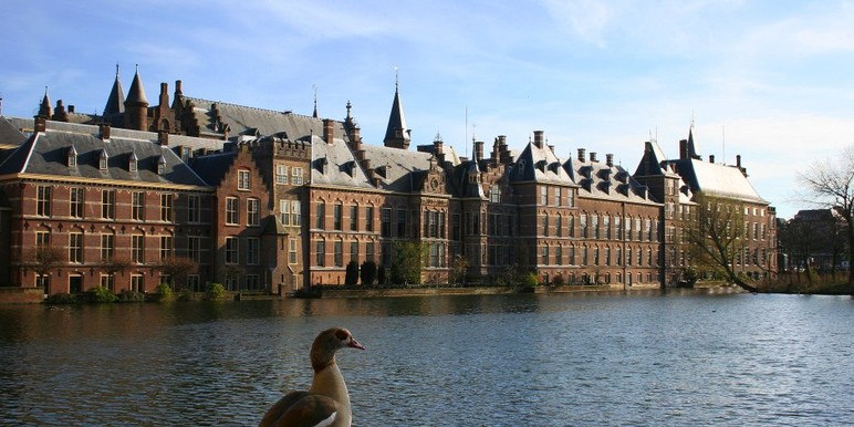 "The Dutch Senate this week ruled that no bills pending at the Senate would be flagged as ""controversial,"" clearing a potential roadblock for gaming reform and allowing online gambling liberalization to move through the legislative process."