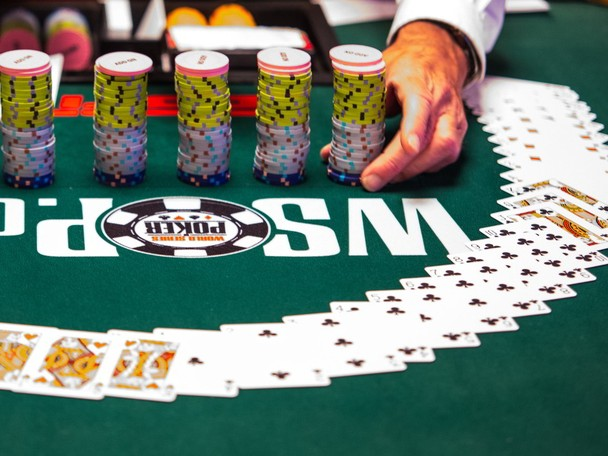 MarToMchat WSOP 2014 Staking - Page 4 Wsopcards_&_chips_danny_maxwell_orig_full_sidebar